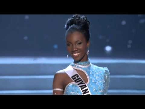 Miss Guyana falls on the stage at Preliminary Competition of Miss Universe